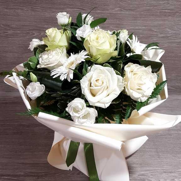 Fiori Bianchi Foto.Bouquet Di Fiori Bianchi Per Matrimonio Invio Fiori Online
