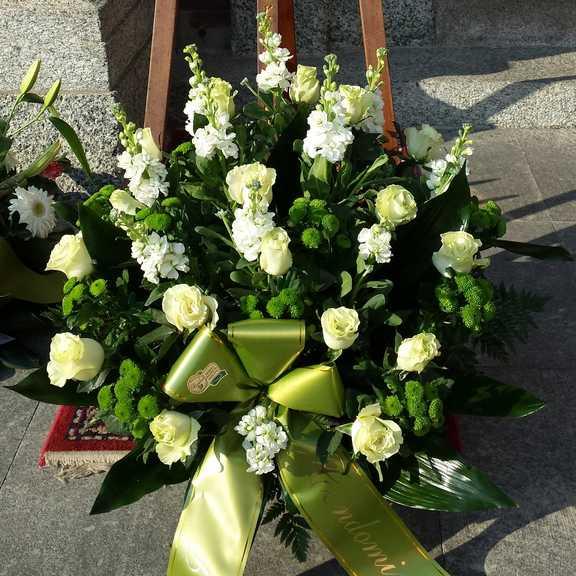 Fiori Funerale.Composizione Fiori Per Lutto Invio Fiori A Domicilio