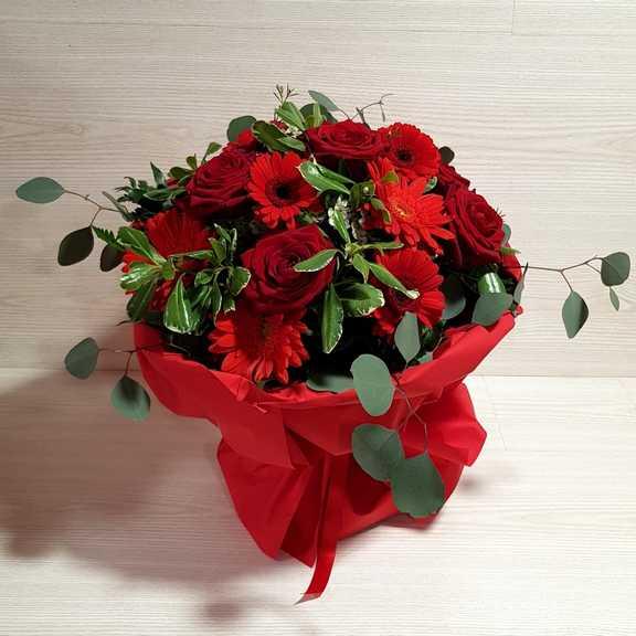 Mazzo Di Fiori X Laurea.Bouquet Fiori Rossi Per Laurea Consegna A Domicilio