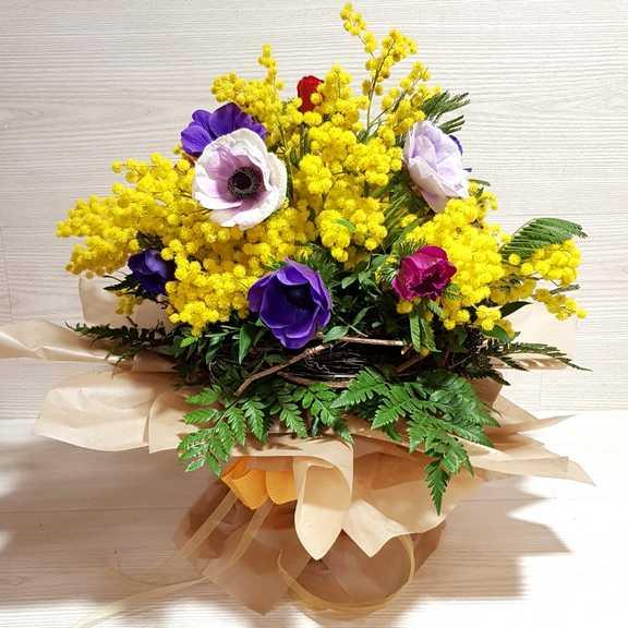 Mazzo Di Fiori 8 Marzo.Bouquet Fiori Anemoni E Mimosa Per L 8 Marzo Vendita Online