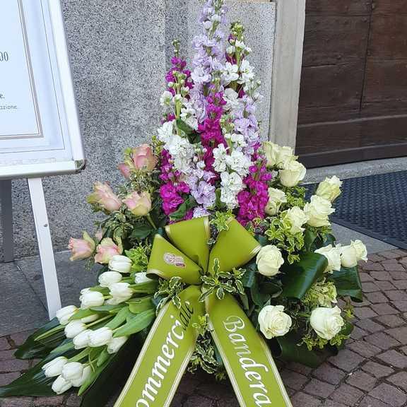 Mazzo Di Fiori Lutto.Composizione Fiori Funerale Consegna A Domicilio In Italia